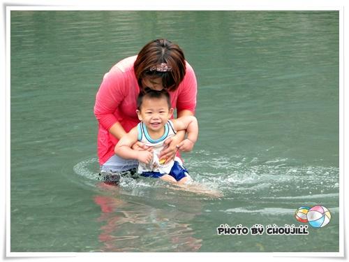 丁丁:王阿姨你要抱好我可不想放水流~