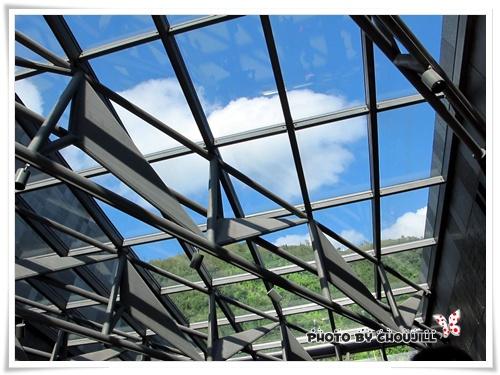 被切割的藍天白雲,每個窗框都像一幅畫