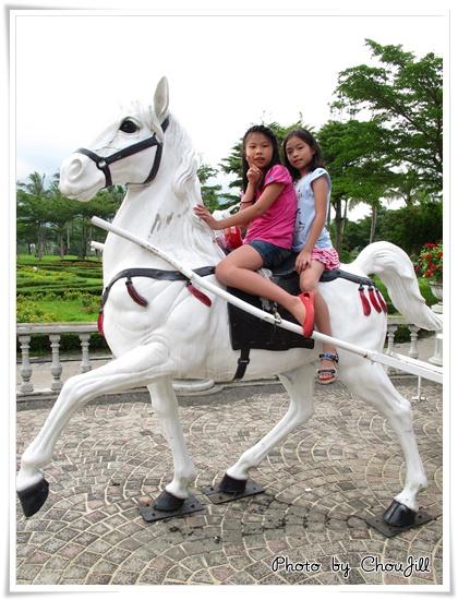 哇身騎白馬