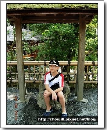 一休和尚的爸爸是日本南北朝時期的後小松天皇坐過的,聽說坐了會有貴人助