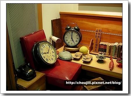 古董鐘及電話