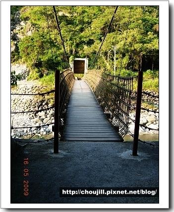 走過吊橋還有更艱辛的等著我門