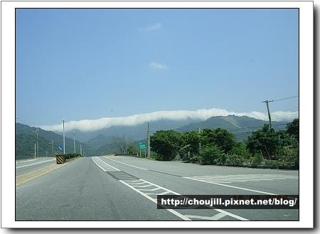 今天的雲貼著山頂有海嘯的fu
