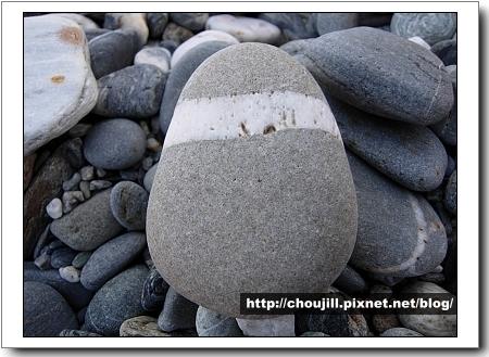 這石頭長的真可愛還有腰帶咧