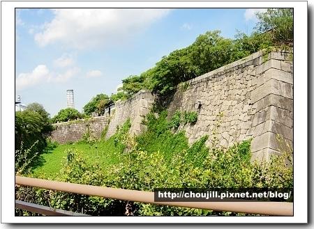 雄偉的護城河,大量巨石堆砌的石垣是德川大坂城固若金湯的象徵