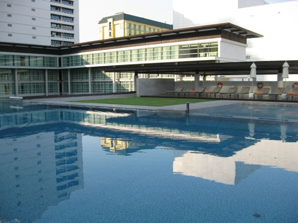 swimming pool1.jpg