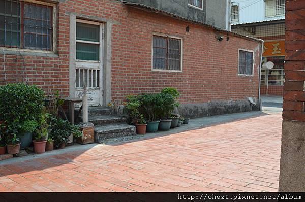 33寺外的街道很古色古香