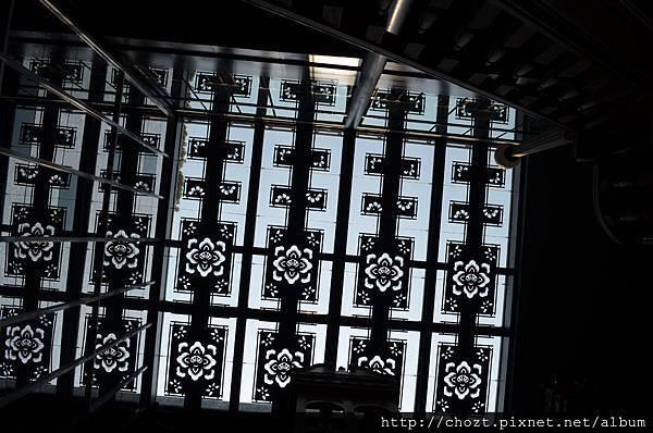77天花板很有特色的鏤空