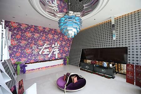 中和左岸/中和二代宅/紫金園-展售大廳寬闊透亮, 很有現代感