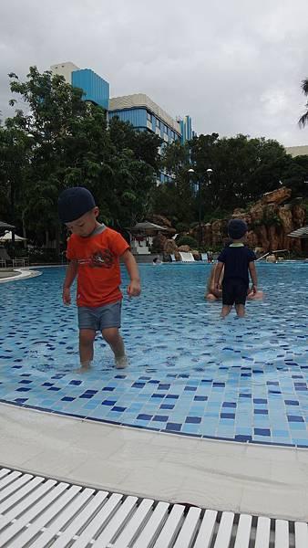 酒店內泳池