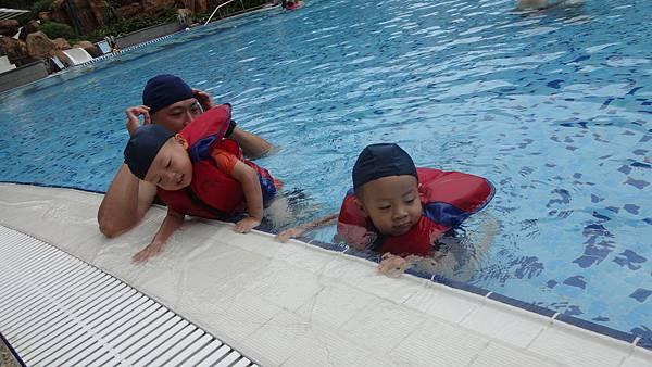 泳池救生衣
