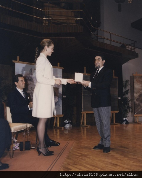 BMW Prize 1996 Receiving the award from her Royal Highness Elena de Borbon_sm.jpg