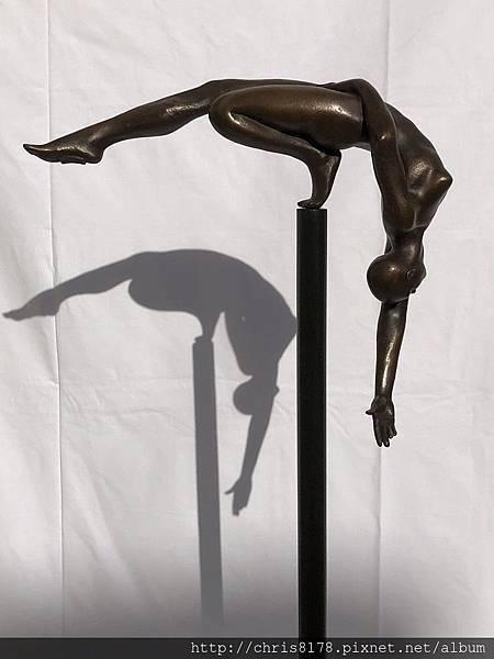 11466_Jose Manuel Belmonte_20181146602_水平平衡3_Equilibrio Horizontal 3_銅雕+鋼底座 bronze on corten steel base_12x45x146cm_#7 共50版_sm_2015.jpeg