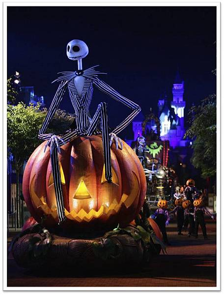 Hong_Kong_Disneyland_Halloween_Parade_Video.jpg