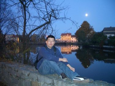 城堡裡頭可以看到湖
