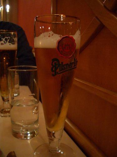 點杯啤酒來喝吧