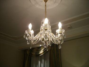 房間裡的水晶燈