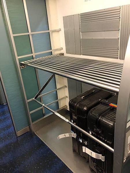 Skyliner車廂行李.jpg