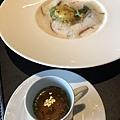 侯布雄-菠菜蘑菇與半熟蛋義大利餃附鴨湯