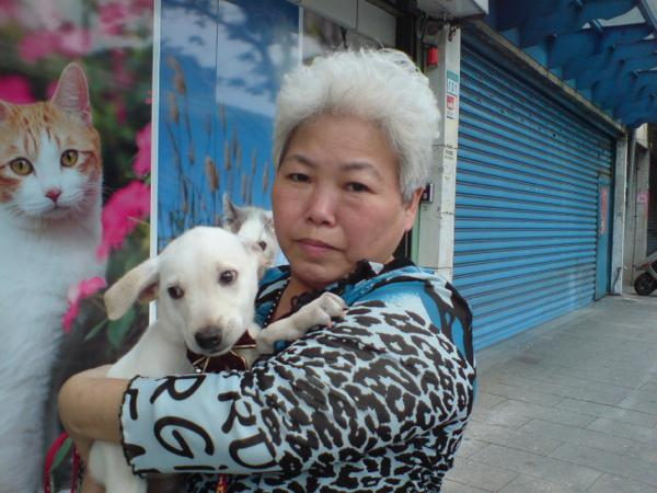 20090404徐媽媽跟她的小白 (5).JPG