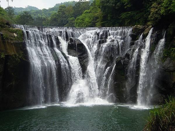 shifen-waterfall-706305_1280.jpg