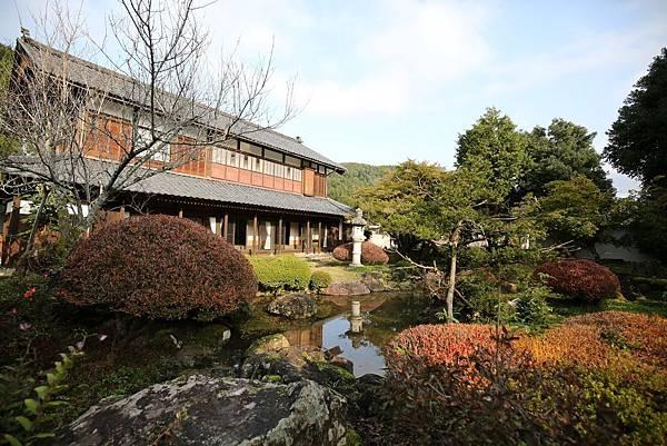 群山圍繞百年日式傳統建築3.jpg