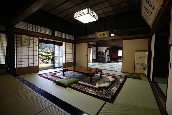 群山圍繞百年日式傳統建築2.jpg