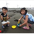 2013_0608觀音濱海遊憩區玩沙 (17)