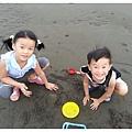 2013_0608觀音濱海遊憩區玩沙 (22)