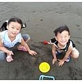 2013_0608觀音濱海遊憩區玩沙 (23)