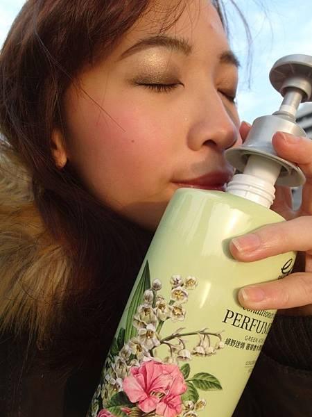 elastine 綠野迷情 奢華香水洗髮精 (9).JPG