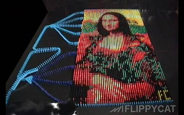 5000個骨牌排出達文西名畫蒙娜麗莎的微笑(Mona Lisa)_001
