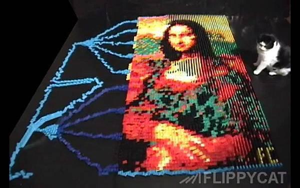 5000個骨牌排出達文西名畫蒙娜麗莎的微笑(Mona Lisa)_003