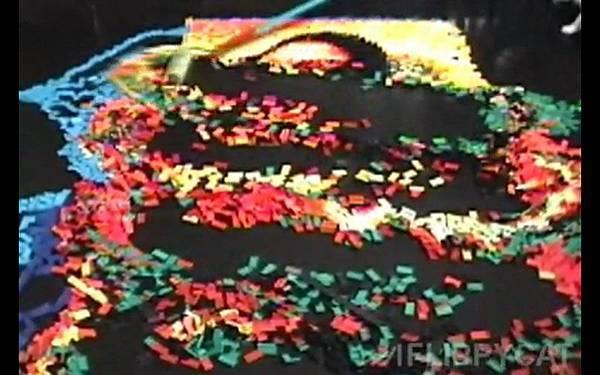 5000個骨牌排出達文西名畫蒙娜麗莎的微笑(Mona Lisa)_005