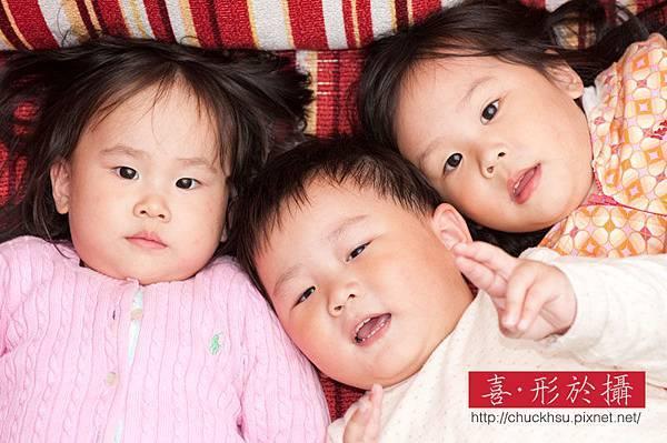 『沙發上的可愛小三』兒童寫真_034.jpg