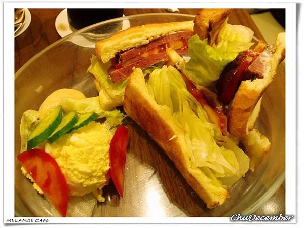 很讚的黑胡椒牛肉三明治