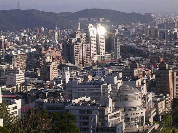 瞭望著台北市景