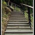 得先爬個小小樓梯