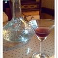 餐前酒跟精緻的水瓶