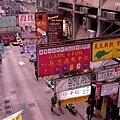 香港的招牌都是突出來的