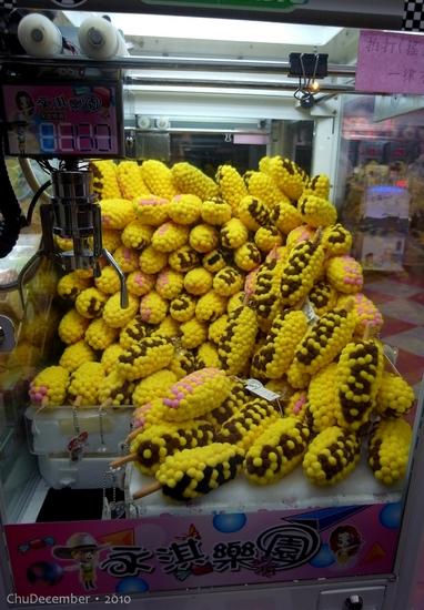 夾娃娃機裡的大玉米...真不討喜
