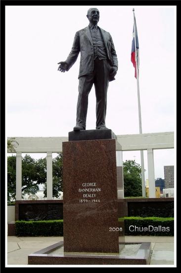 Dealey紀念銅像