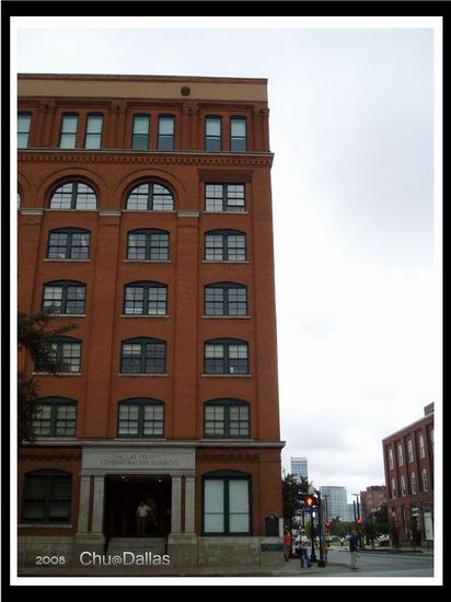 殺手就是站在六樓最右邊窗戶暗殺甘迺迪