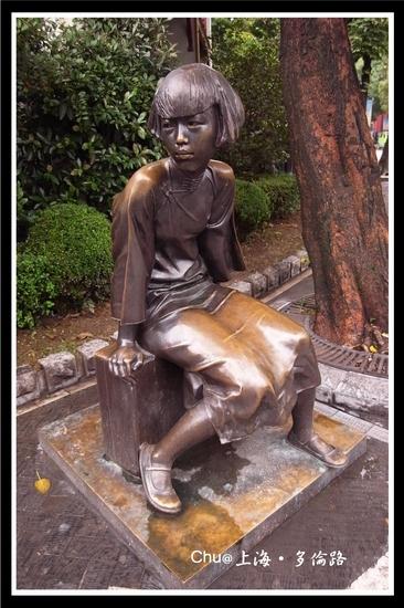有許多的雕塑作品