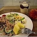貴鬆鬆的午餐,只有水果是便宜的
