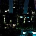 飯店中庭夜景