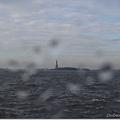 早上出門就陰的天,沒想到上船前下雨了,喵忘記帶傘了-_-