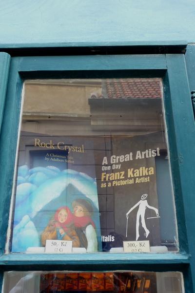 店內吸引我的,是右手邊的那本卡夫卡素描.jpg