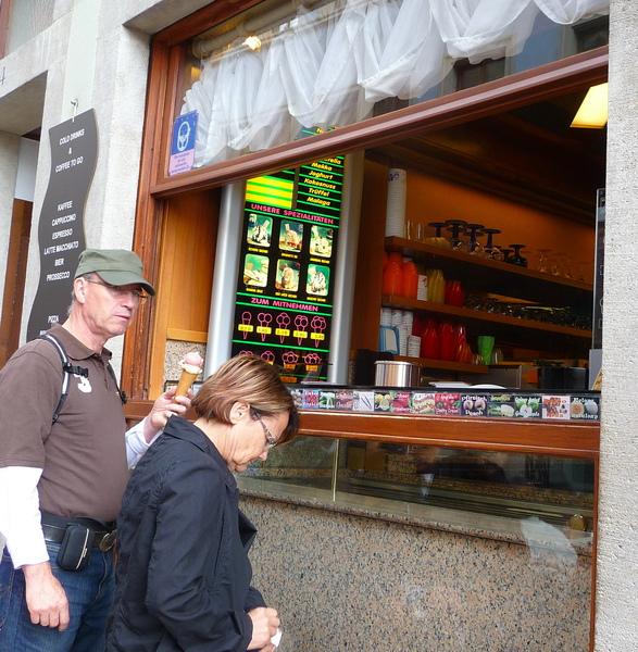 107旼一定還記得,這個冰淇淋店。搶著離去前拍了下來。.jpg