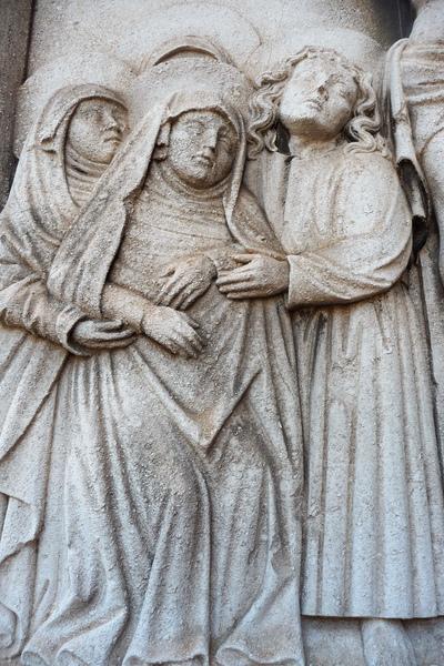 直不起身的聖母瑪利亞需人攙扶.jpg